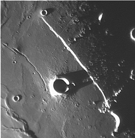 Прямая стена, Rima Birt, кратер Birt. Фотограф Wes Higgins